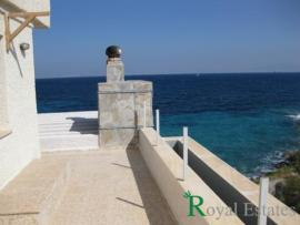 For sale cottage in Aegina on the sea front