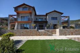 Luxurious detached stone house for sale in Xiropigado Arcadia