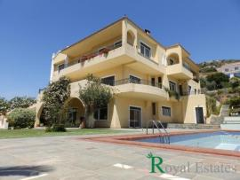 For sale luxurious residence in Peania Attica